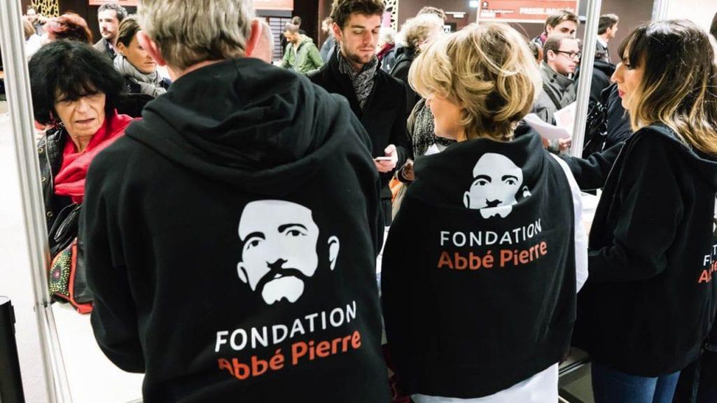 Aide des membres de la Fondation Abbé Pierre